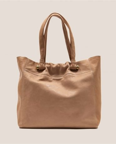 Tote bag in pale pink vegetable-dyed leather from Petty Things