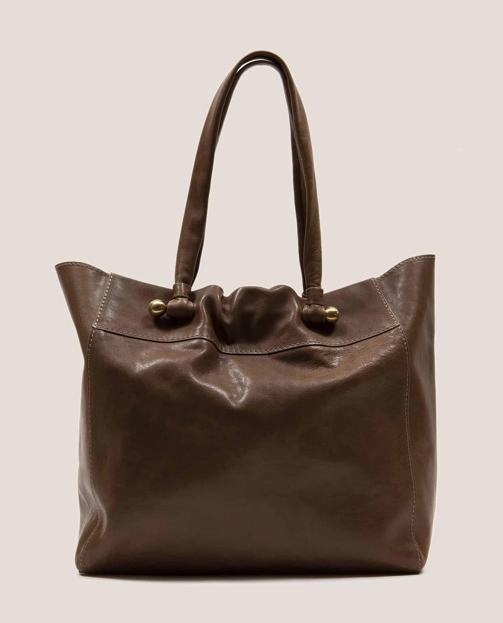 Bolso grande de cuero teñido vegetalmente color marrón pálido de Petty Things